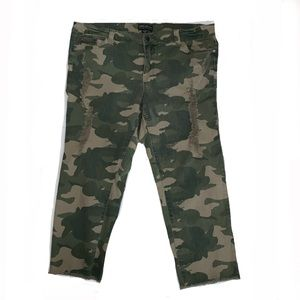 Forever 21 Plus Camo Print Cropped Pants Distress